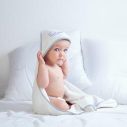 Cape de bain personnalisée au prénom de bébé.