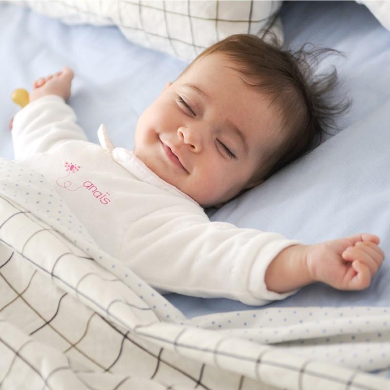 Pyjama à col personnalisé au prénom du bébé avec papillon