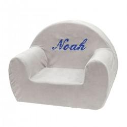 Idée décoration chambre enfant : un fauteuil club gris personnalisé