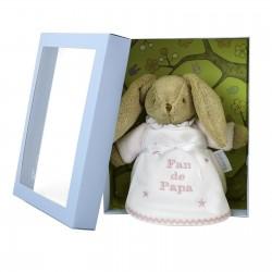 Idée cadeau de naissance : un coffret avec un doudou lapin rose et un bavoir personnalisé au prénom du bébé