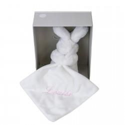Idée cadeau de naissance : un doudou lapin personnalisé