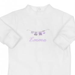 Pyjama bébé brodé au prénom avec le petit linge. Idée cadeau de naissance.