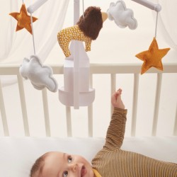Cadeau de naissance indispensable pour apaiser les bébés : un mobile musical Pouce et Lina avec Lion