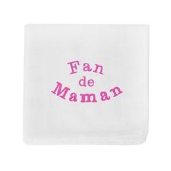 Pour faire plaisir à la jeune maman, offrez à bébé ce magnifique lange brodé Fan de Maman.
