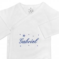 Body croisé brodé au prénom du bébé avec des étoiles.