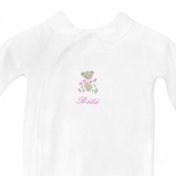 Pyjama à col personnalisé au prénom du bébé avec un petit ours.